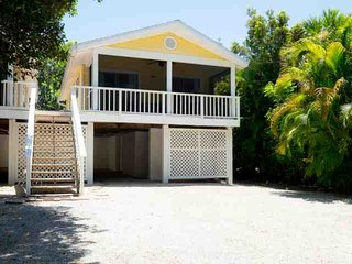 746 Cardium Street - Cottage 2 - Newly Redecorated! New to Market Prime Dates Available!, Isla de Sanibel
