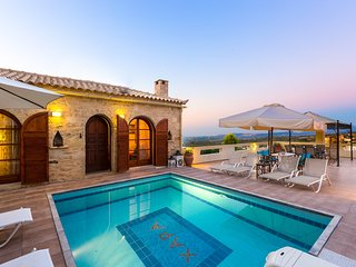Hara Villa - Stone Villa with Pool and Garden!, Rethymnon