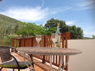 Rural Apartment with Mountain View and Pool, Montefrío