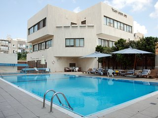 Luxury Basel Tower - 2 Bed Apartment (Pool & Gym), Tel Aviv