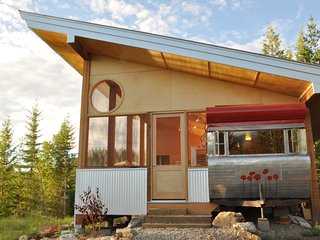 Tin Poppy - Eco Retreat! Glamping in the Larch Hill near Salmon Arm