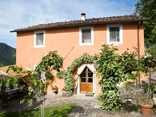 Casa Dell' Acqua near Lucca, free Wi-fi, Activities, Art and Cooking Lessons