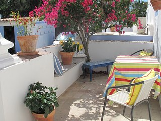 Charming  stylish cottage , wonderful location  with your own pool and hot tub