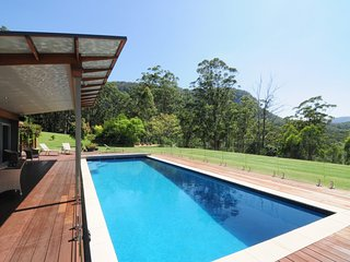 Bottlebrush Lodge - Great views and a pool!