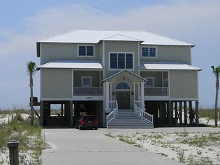"""""""Crews Quarters"""" Luxury Gulf Front Home w/pvt pool, Gulf Shores"""