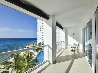 Oceanfront with pool 3 bedroom in Peninsula Grand (PG3A)