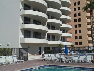 OCEANFRONT SAND DOLLAR UPDATED BEACH CONDO, SPEND THANKSGIVING AT THE BEACH!