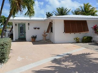 P31 Cozy Cove 2 bd pool home w/ deep water dockage, Key Colony Beach