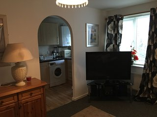 Walsall Serviced Apartments - 2 Single Beds, 1 double Optional
