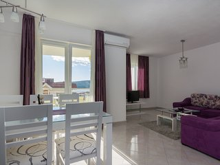 Deluxe apartment with sea view 2, Seget Vranjica