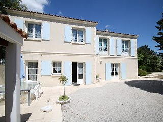 Rochefort proche du centre , villa 4*jardin,  piscine  endroit calme , 8 pers