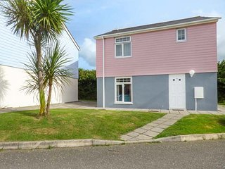 16 ATLANTIC REACH, family friendly, country holiday cottage, with pool in
