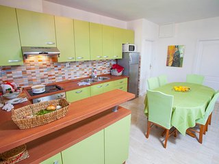 TH03477 Apartments Tomaš / Two Bedrooms, Tucepi