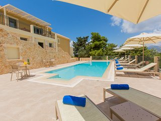 *4*Luxury 1BDR suite with pool and sea views, Lassi