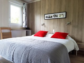 Chambre de 10 m2 avec un grand lit