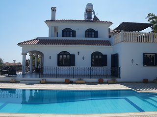 Luxury 5 bed villa. private pool, sports court