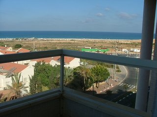 Netanya (Poleg) - Sea-View 3 Bed Family Apartment