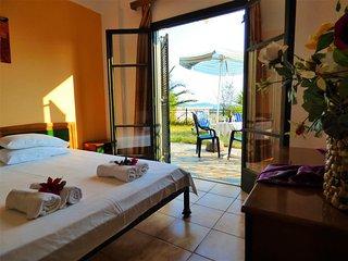ARTEMI Studio I with garden&lovely view to the sea, Mikri Mantineia