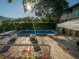Inviting Private Pool Stone Villa- 20 min to Split, Spalato