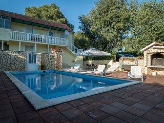Enjoy Authentic & Idyllic Pool Stone Villa- only 20 min to Split
