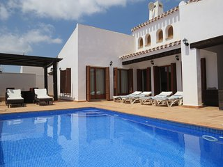 Detached 3 bedroom Villa, HEATED Swimming pool.