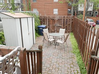 Charming Capitol Hill Row Home w/ Parking