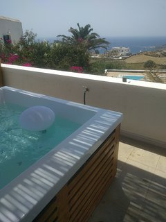 The jacuzzi with amazing sea view