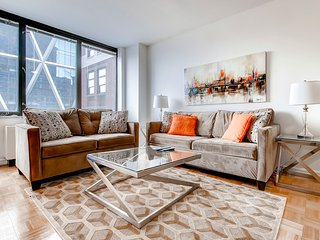 Luxury 1BR Apt in Midtown West-Indoor Rooftop Pool, New York City