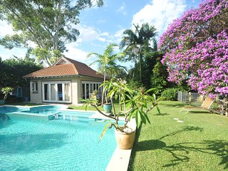 Self-Contained Luxury Cottage - Pool  Spa, Roseville