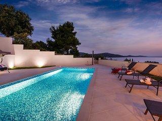 Luxurious Villa Carre Violet