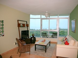 Stylish 1BR 13th floor Coronado Golf, Playa Coronado