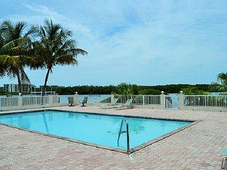 P61 Swimmer's Splendor 3 bdm Gulf front pool home, Marathon