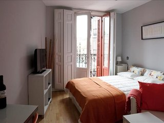 Estudio Plaza Mayor apartment in Sol with WiFi, integrated air conditioning & li