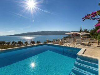 Pasko A2 With Pool and sea view, Seget Vranjica