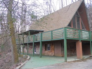 913 Affordable Cabin Gatlinburg Still Available for Christmas.  Great  Deals!