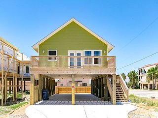 Breezy North Beach Home with Gulf View - Walkable Location!