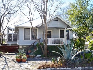 3BR Eclectic Beauty in Austin - Perfect for SXSW, ACL and Summer Getaways!