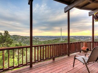 A King's View of Hill Country – 3BR, 2BA House With End-to-End Deck