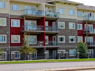 Lolita's Gorgeous 2 Bedroom 2 Bath Flat, Calgary