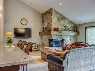 Large and spacious condo w/ private hot tub & balcony; video games, Park City