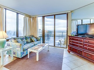 Charming Gulf-front condo w/ shared pool, beach access - snowbirds welcome!