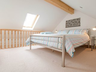 Apex mezzanine floor master bedroom - Kingsize bed