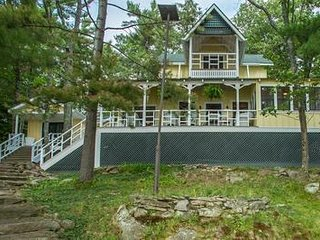 Belleview Cottage on Keewaydin Island, Muskoka Lakes