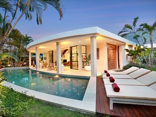 NEW WHITE VILLA*AWARD WINNING DESIGN*Car*Driver*, Seminyak