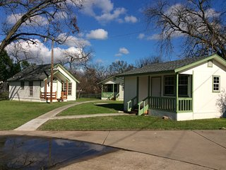 Minutes to Granbury Square! We are located right off the hike/bike trail!