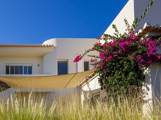 Vila Alcaria new modern seeview-swimmingpool house, Estoi