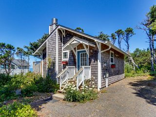 Cozy dog-friendly cottage with great ocean views and fantastic location!, South Beach