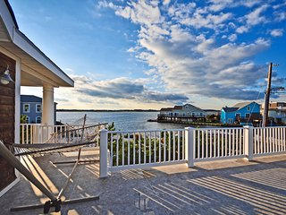 Pool&Hot Tub,7 min to Beach,6 Paddleboards,2 Kayaks,Canoe-Launch from our dock