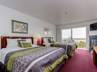 Oceanview studio w/two queen beds at Sandstone Point, Lincoln City