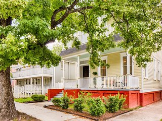 Spacious Victorian in historic district near Forsyth Park w/ private parking!, Savannah